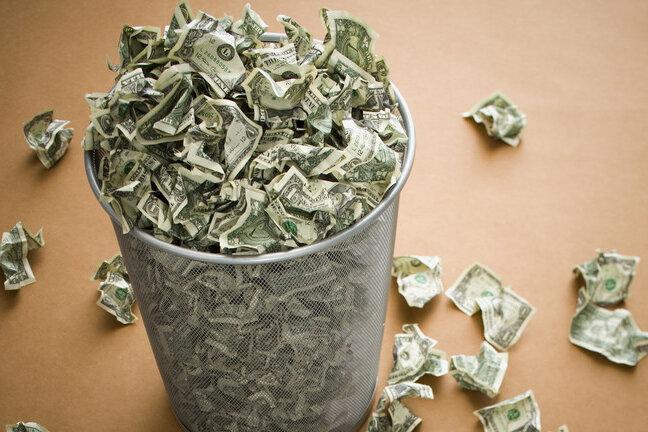 فدرالرزرو بر اساس هیچوپوچ پول چاپ میکند / احتمال سقوط دلار