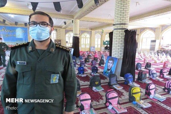 اهدای ۱۰۰ بسته لوازم التحریر به دانش آموزان بی بضاعت جهرمی