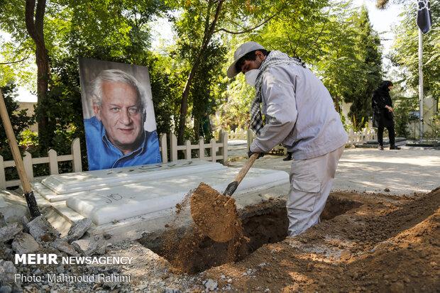 مراسم خاکسپاری استاد اکبر عالمی