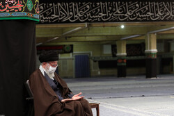 Leader attends Imam Reza (PBUH) mourning ceremony