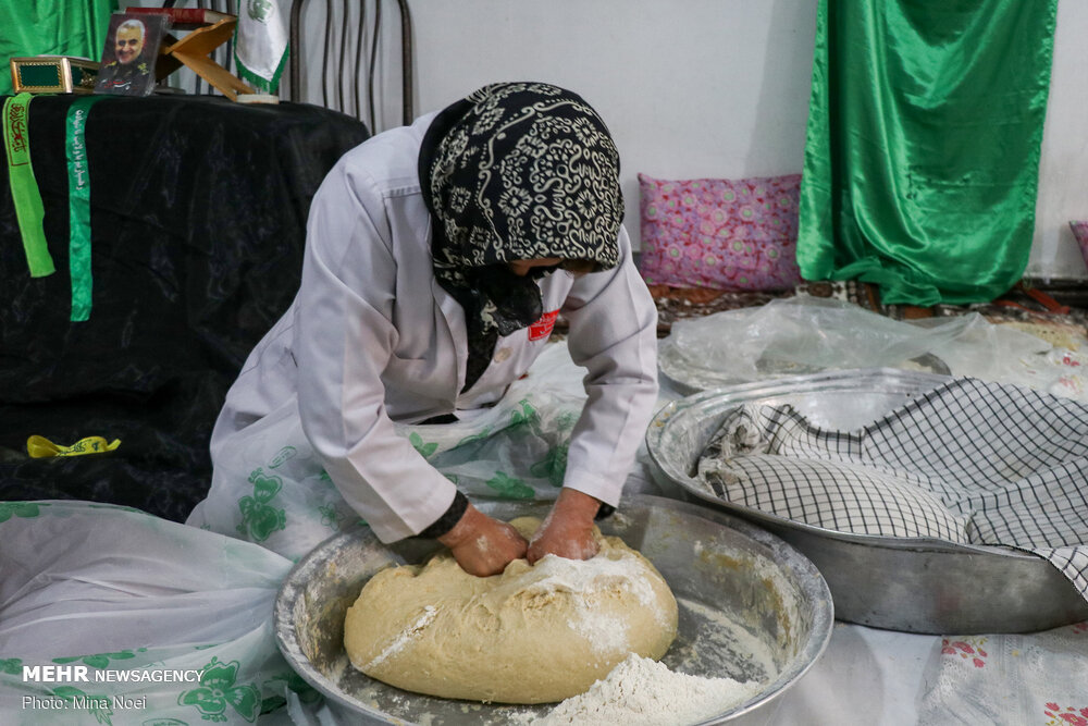 پخت نان نذری