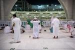 سعودی عرب کے ایک شہری نے گاڑی مسجد الحرام کے دروازے سے ٹکرا دی