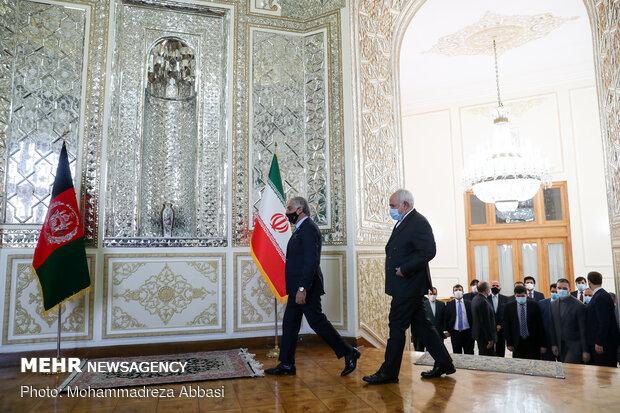 دیدار رئیس شورای عالی مصالحه افغانستان با وزیر امور خارجه ایران