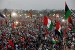 دهها هزار پاکستانی علیه عمرانخان تظاهرات کردند