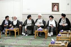 بازنشر/تصاویر دیدار مراجع و علما با رهبر معظم انقلاب در ۲۸ مهر ۸۹