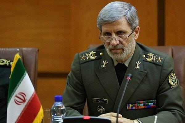 وزير الدفاع الايراني يفتتح خط إنتاج الخرائط الرقميةالمصغرة