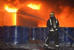 مهار آتش در یک شرکت ضایعاتی در شهرک صنعتی لیا