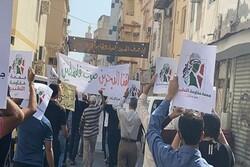 البحرينيون يتظاهرون لرفض التطبيع مع الإحتلال