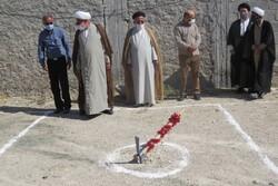 کلنگ ساخت حسینیه فاطمه الزهرا (س) در اشکنان به زمین زده شد