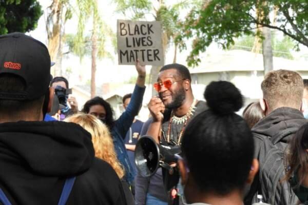 مردم کالیفرنیا در اعتراض به خشونت پلیس آمریکا به خیابان آمدند
