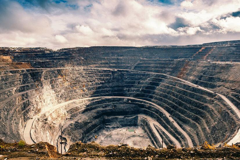 ورود معدنیها به بورس به سود تولید و صنعت کشور است