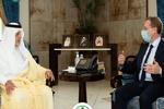 نشست دوستانه مقام سعودی و سفیر فرانسه با وجود توهین به پیامبر اکرم(ص)
