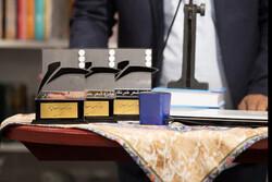 «هفتاد کشیش یخی» کتاب سال شعر خبرنگاران ایران شد