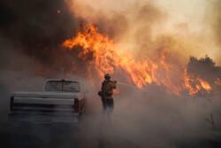 آتشسوزی جنگلهای کالیفرنیا به مناطق مسکونی رسید