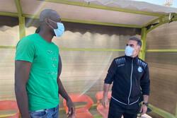 گفتگوی شیخ دیاباته با سرمربی تیم فوتبال استقلال