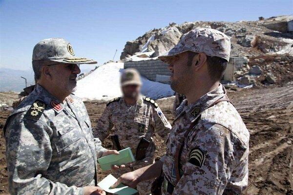 """قائد القوة البرية للحرس الثوري يتفقد حدود ايران القريبة من منطقة """"قرة باغ"""""""
