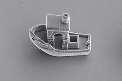 کوچکترین قایق دنیا از تار مو هم باریکتر است