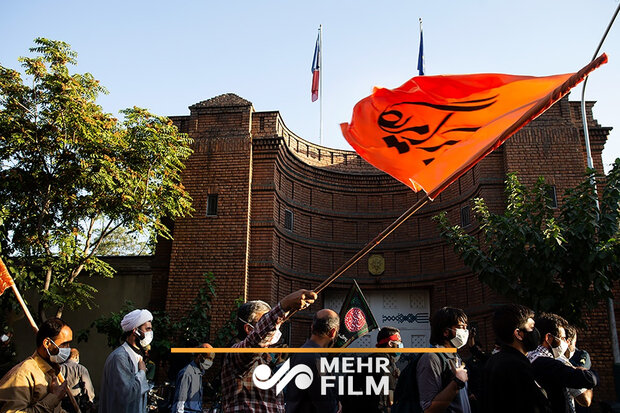 VIDEO: Protestors gather in front of French Embassy in Tehran