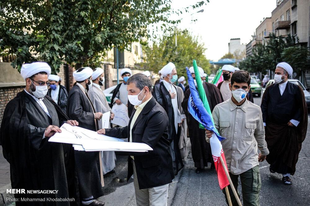 تہران میں دینی طلباء کا فرانسیسی سفارتخانہ کے سامنے مظاہرہ