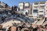 FM Zarif sympathizes with Turkish counterpart on deadly quake