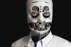 تولید رباتی که تماس چشمی برقرار میکند و زل میزند