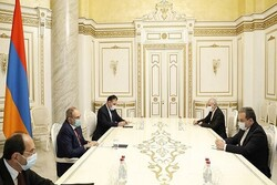 Iran's special envoy Araghchi meets with Armenian PM