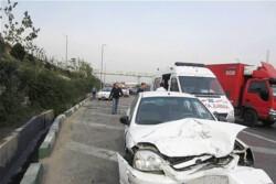 تصادف زنجیرهای در کرج یک کشته و ۹ مصدوم برجای گذاشت