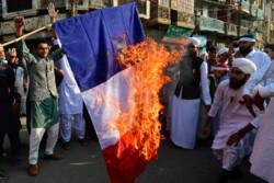 بنگلادش بار دیگر صحنه اعتراضات ضد فرانسوی شد