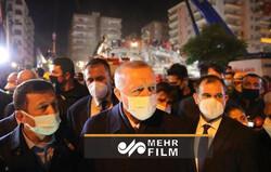 بازدید شبانه اردوغان از مناطق زلزله زده