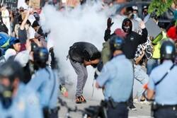 واشنگٹن میں ہنگامہ آرائی / پولیس کی ہنگامہ کرنے والوں کو گرفتار کرنے کی کوشش
