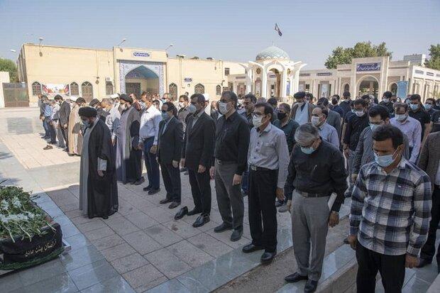 مراسم خاکسپاری مسئول انجمن عکاسان بسیج هنرمندان بوشهر برگزار شد