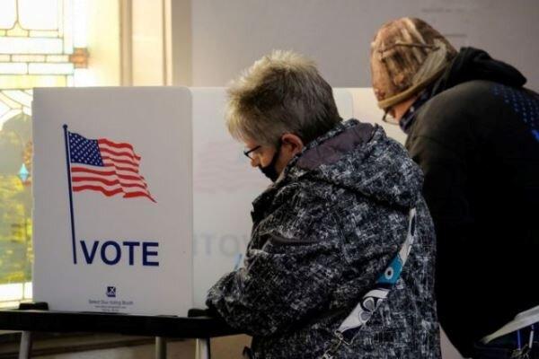 تماسهای مشکوک به رأی دهندگان آمریکا: روز انتخابات در خانه بمانید!