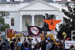 تجمع معترضان در مقابل کاخ سفید/ واشنگتن، پورتلند و فلوریدا صحنه اعتراضات پسا انتخاباتی