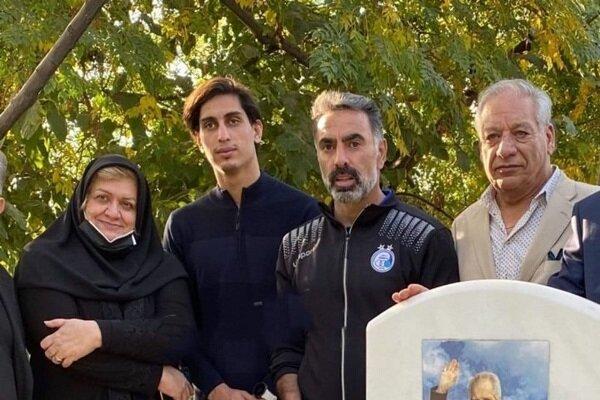 محمود فکری و محمد نادری بر مزار پورحیدری فاتحه خواندند