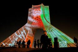 افغان قوم اور حکومت کے ساتھ  ہمدردی میں آزادی ٹاور افغان پرچم سے سجا دیا گيا