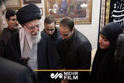 حضور رهبر انقلاب در منزل شهید حاج قاسم سلیمانی