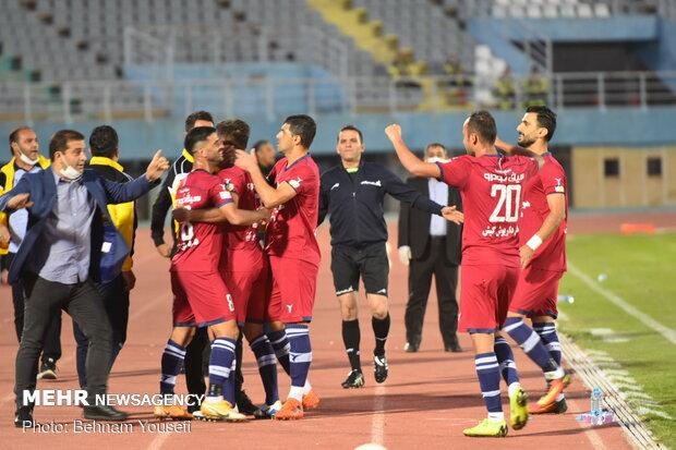 دیدار تیم های فوتبال  آلومینیوم اراک و نساجی مازندران