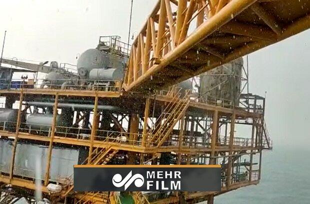 VIDEO: Autumn rainfall in oil platform