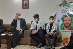 حضور رئیس بنیاد شهید و امور ایثارگران در منزل شهید امر به معروف شهید محمد محمدی