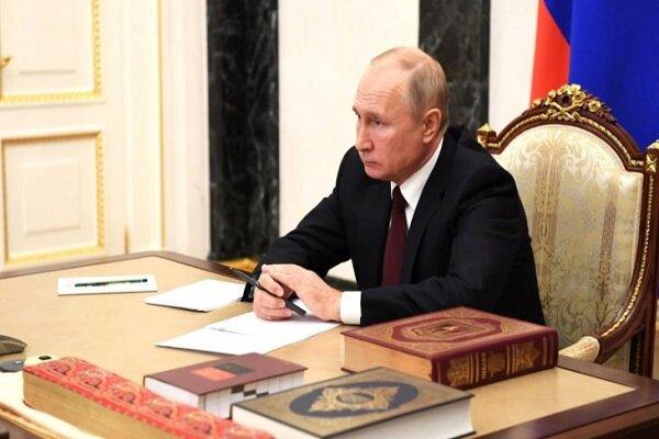 روسيا.. بوتين يقرأ القرآن في يوم الوحدة الوطنية