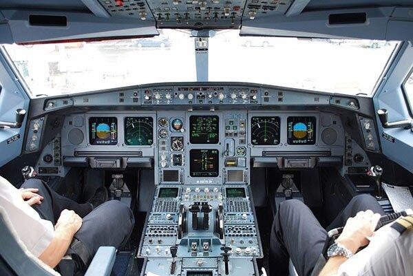 Endonezya'da yolcu uçağı denize düştü