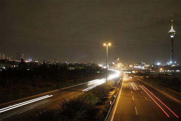 انتقاد فراهانی به کاهش روشنایی معابر تهران در شب