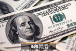 سقوط قیمت دلار به پایینترین سطح در ۲.۵ سال اخیر