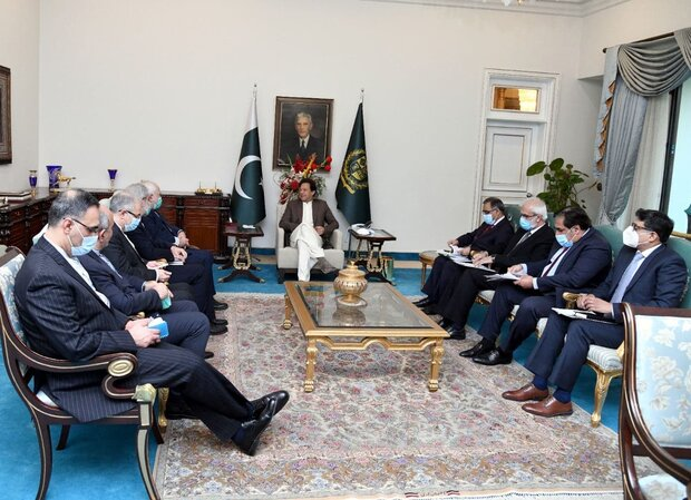 Zarif, Imran Khan highlight Tehran-Islamabad coop.
