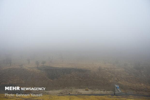 مه موضعی برخی از جاده های زنجان را فرا گرفت