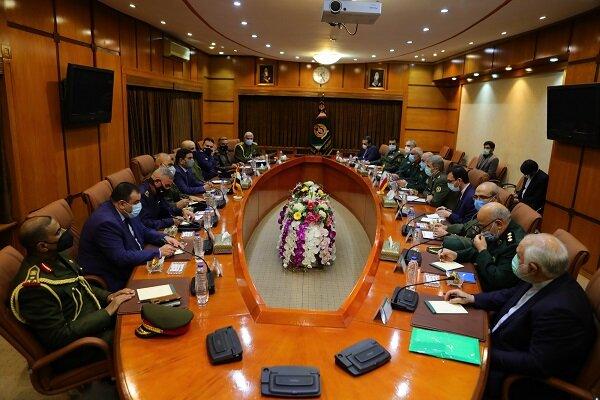 وزير الدفاع الايراني يلتقي بوزير الدفاع العراقي + صور
