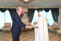 Iran's new amb. submits credentials to Qatari official