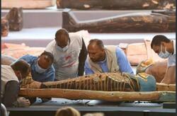 مصر میں نئے کشف شدہ تابوتوں کی رونمائی کا منظر