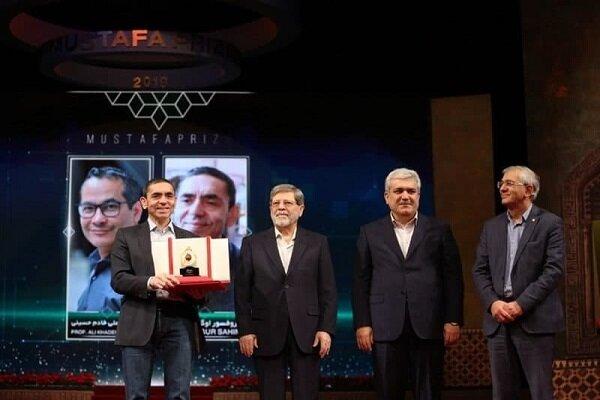 نجاحٌ باهرٌ للفائز بجائزة المصطفى(ص) في إنتاج لقاح لفيروس كوفيد 19