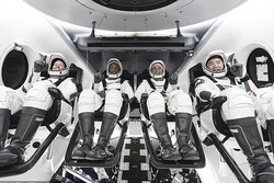 ۴ فضانورد و یک عروسک به ایستگاه فضایی بین المللی رسیدند